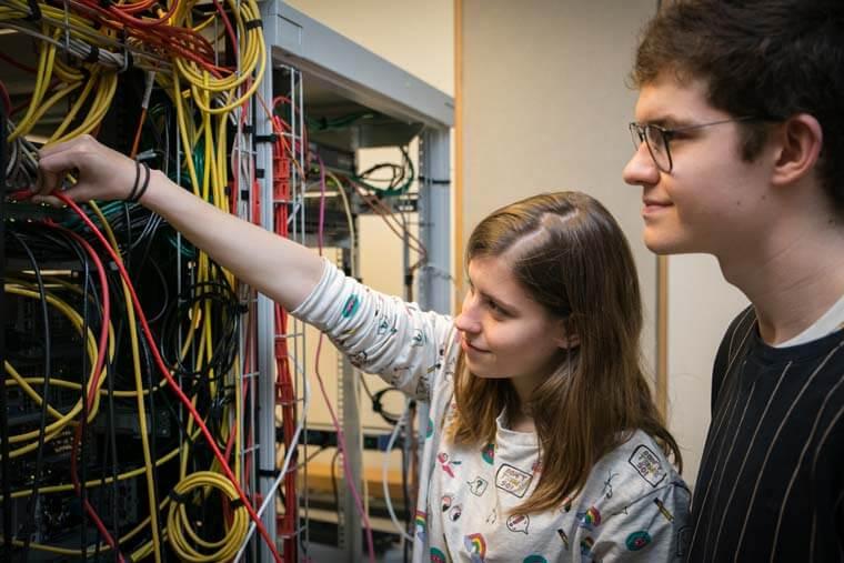 Het beheer van servers en infrastructuur.